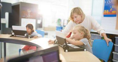 Teaching Students to Code Using Free Simulators
